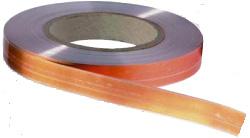 Zur Installation induktiver Höranlagen unter Parkett oder Teppich eignet sich ein Flachbandkabel